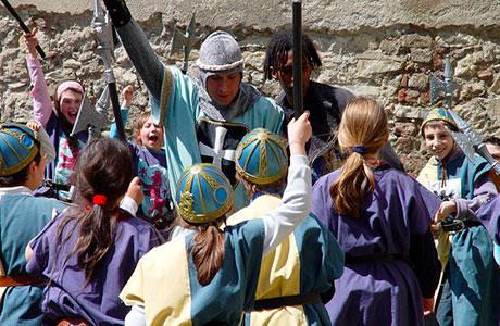 attività-didattica-rocca-Angera in costume